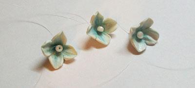 Серьги с цветами из полимерной глины