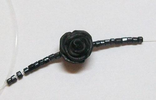 Как сделать бусы с розами из глины