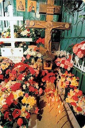 Могила блаженной Матроны. Фото конца XX в. рассказ про цветы