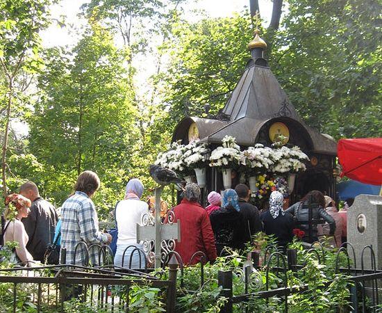 Могила блаженной Матроны на Даниловском кладбище. рассказ про цветы