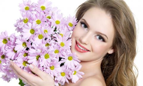 Девушки и цветы