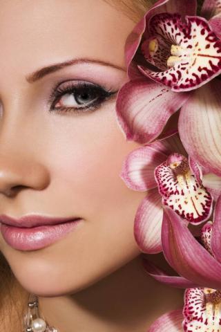 Девушки и цветы орхидеи