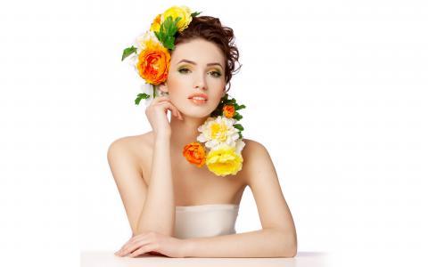Девушки и цветы в волосах